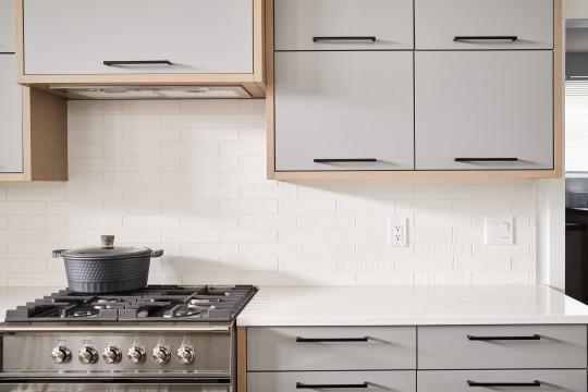 https://awardify.s3.amazonaws.com/a/gohba-housing/members/2021/21/lg_21_e211988280083_b211963765007_ob211773925886_e1-willow-kitchen-cabinets.16292318724903.jpg