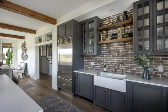 https://awardify.s3.amazonaws.com/a/gohba-housing/members/2021/31/lg_31_e31170749558_b311944135974_ob311128752000_bohemian-kitchen-sink-and-fridge.16293146289592.jpg